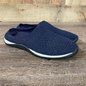 LL Bean Women's Sz 7.5 Slip on Shoes Navy Blue